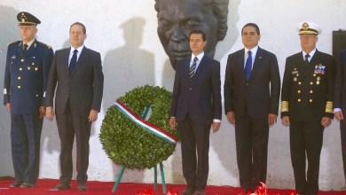Aureoles Conejo también montó guardia de honor en la estatua que hace homenaje al máximo héroe que ha dado la tierra michoacana