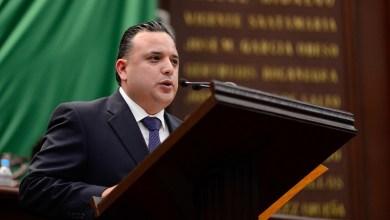 Impedir excesos en los salarios de funcionarios públicos, fundamental en las medidas de austeridad, señala el coordinador parlamentario del PAN
