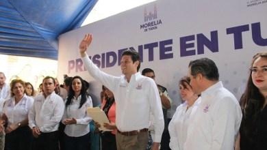 Martínez Alcázar destacó el cariño y compromiso que tiene el Ayuntamiento de Morelia con esta zona habitacional, la cual fue de las primeras viales en las que se ejecutaron obras de reencarpetamiento en las principales calles (FOTO: MARIO REBOLLAR)