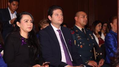 En la Sesión Solemne estuvieron presentes el Secretario de Gobierno, Adrián López Solís; el Presidente del Supremo Tribunal de Justicia del Estado, Marco Antonio Flores Negrete; el Presidente de la Mesa Directiva del Congreso de Michoacán, Pascual Sigala Páez, así como funcionarios de los tres órdenes de Gobierno