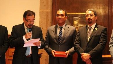 López Solís participó en la donación y firma de la Presea Melchor Ocampo por parte de Enrique Acha Daza, quien en el año 2012 recibió el máximo reconocimiento que se entrega en la entidad, por sus contribuciones al avance de ingeniería eléctrica