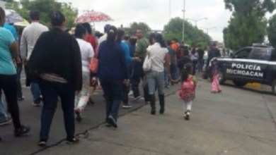 Elementos de la Policía Michoacán se desplegaron en los lugares donde los manifestantes llevan a cabo sus acciones de protesta, con la finalidad de vigilar que todo se realice en un marco de legalidad, sin afectaciones a terceros