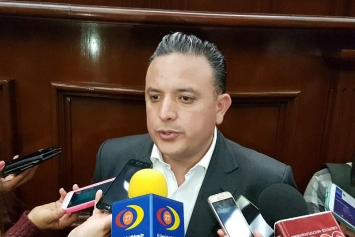 Quintana Martínez recordó que recientemente el Congreso del Estado aprobó su iniciativa de Ley de Responsabilidad Patrimonial del Estado de Michoacán y sus Municipios; así, todos los michoacanos podrán exigir indemnización ante afectaciones que sufran por obras públicas deficientes