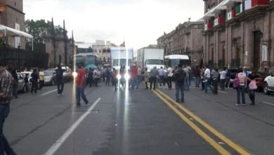 Los de la CNTE partieron con varios autobuses y vehículos particulares, así como dos camiones de carga, desde el Centro Histórico de Morelia, no sin antes bloquear la Avenida Madero por espacio de más de dos horas