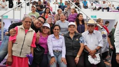 Luisa María Calderón ha caminado más de 600 kilómetros, con un promedio de más de 7 km diarios, y saludado de mano a más de 50,000 personas, promediando más de 600 personas al día.