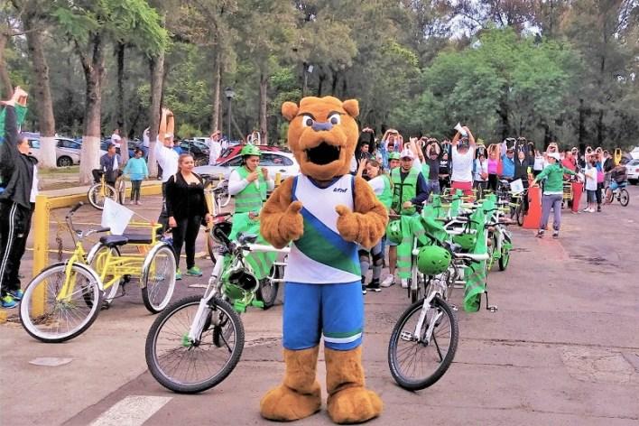 Más de 300 ciclistas recorrieron las principales calles de la capital michoacana, en un circuito de aproximadamente 9 kilómetros, teniendo como punto de inicio el Centro de Convenciones y Exposiciones de Morelia
