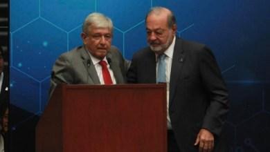 Luego de estas palabras, Slim se levantó de su lugar en la mesa principal para dar un abrazo a López Obrador