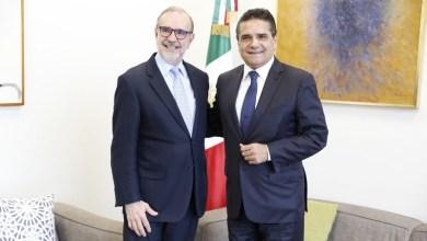 El mandatario michoacano dialogó con el funcionario federal, a quien expresó que los ajustes al TLCAN, siempre representarán para Michoacán una oportunidad de ampliar las alianzas comerciales de empresas, productores y productoras del estado