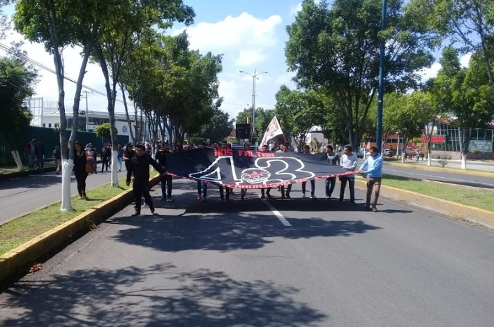 En tanto, en el Centro Histórico se realizaba un fuerte operativo por parte de policías antimotines de la UROP, quienes actuaron para evitar acciones radicales de los manifestantes