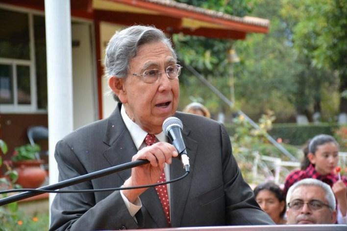 """La entrega de la presea se realiza como parte de los festejos del aniversario 484 de que se recibiera el título de """"Ciudad de Mechuacan"""""""