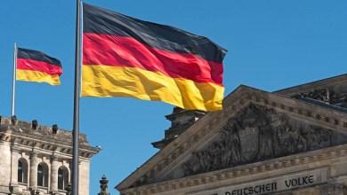 La campaña está diseñada para todos los empleados calificados que vivan fuera de la Unión Europea, así como para los solicitantes de asilo rechazados, que ya radican en Alemania