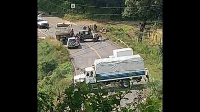 Hace unos días los habitantes de San Andrés Corú descubrieron que varios talamontes se encontraban talando los arboles de su comunidad, por lo que les marcaron el alto, de ahí se inició una persecución que culminó, con la detención de uno de los talamontes y la quema de la camioneta