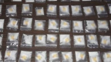 También, a los detenidos, se les aseguraron varios gramos de marihuana