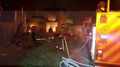 Por un par de horas los cuerpos de emergencia trabajaron el combate de incendio, logrando rescatar a 6 cachorritos y su madre quien estaba en medio de las llamas, por fortuna esta conflagración no dejó personas lesionadas, pero sí daños materiales