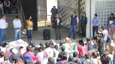 El rector Martín García Avilés hizo una invitación a los jóvenes que están por egresar del bachillerato para que consideren a la UIIM como una oportunidad real de estudiar sin dejar sus comunidades