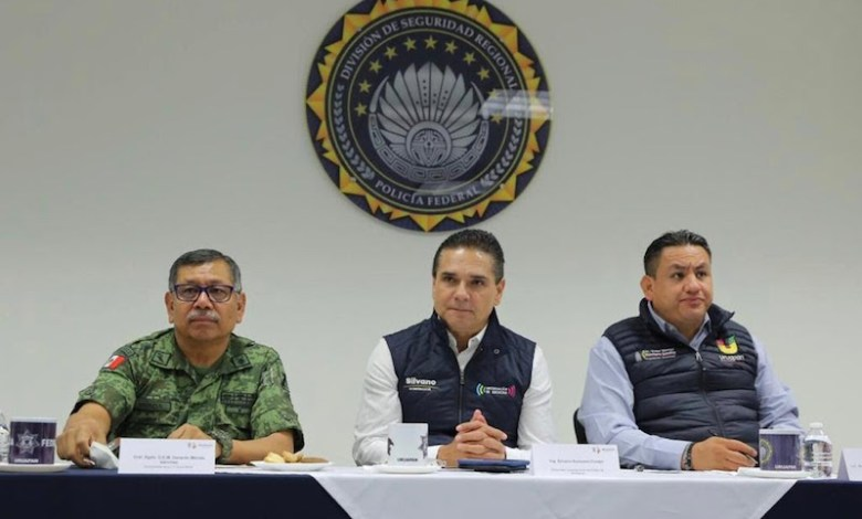 """Revisan la incidencia de delitos en esta región y las acciones a desplegar en la Mesa de Seguridad Ambiental; """"que ningún incendio provocado quede impune"""", destaca Aureoles Conejo"""