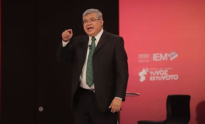 Juan Antonio Magaña de la Mora, debate
