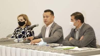 Selene Vázquez, Carlos Torres Piña,Juan Carlos Oseguera