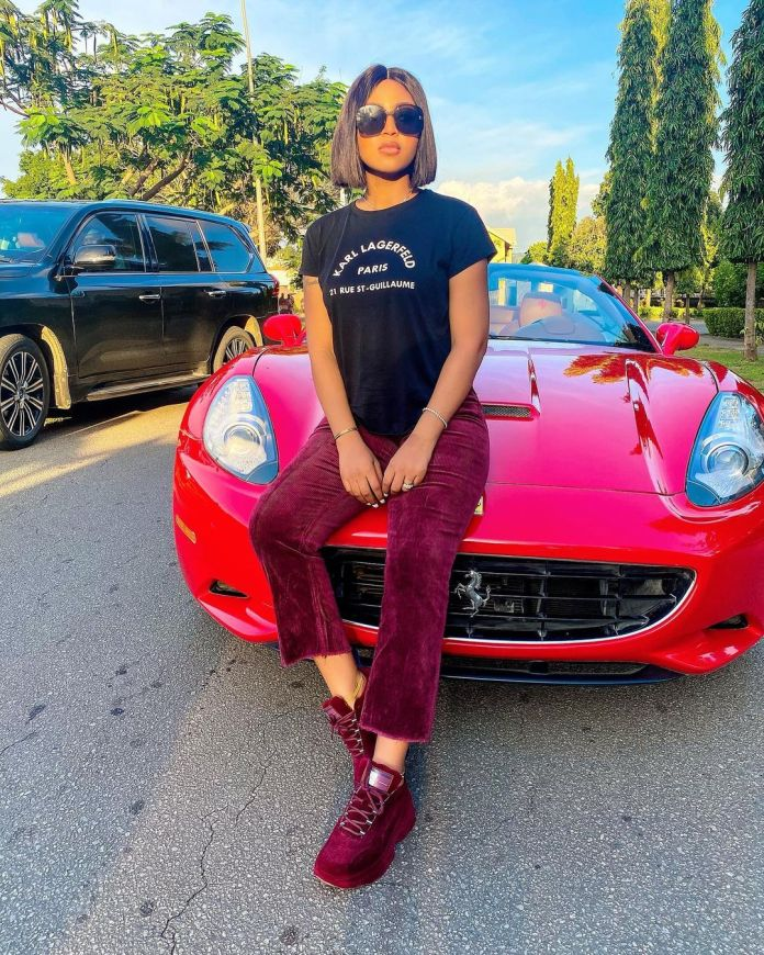 Découvrez 6 voitures de luxe conduites par Regina Daniels depuis qu'elle a épousé le milliardaire Ned Nwoko (photos)
