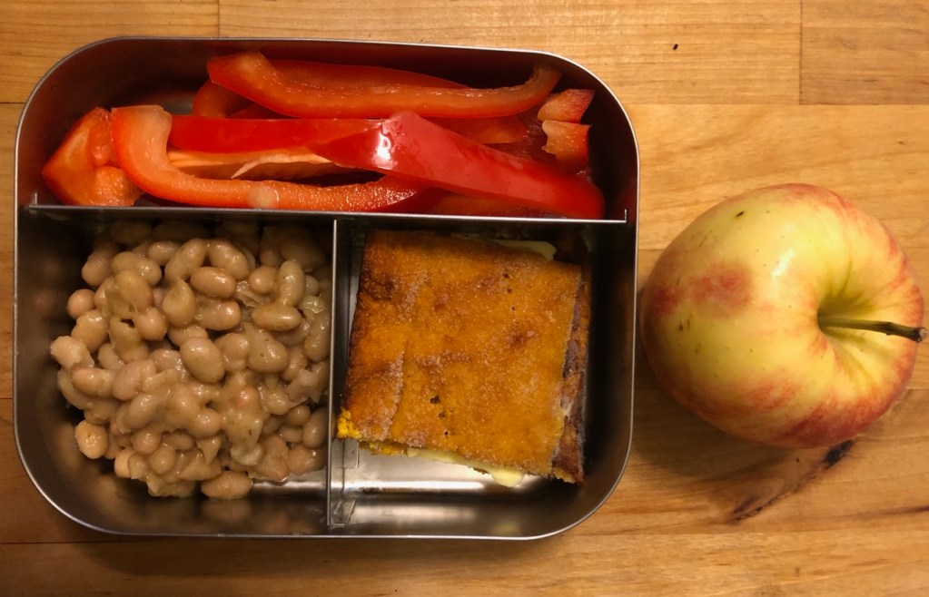 Squash bread with butter / Refried Navy Beans / Red bell pepper / Apple