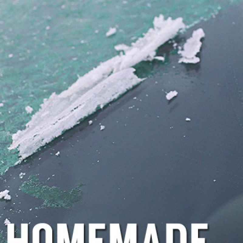 Use this magical homemade ice remover to make driving this Winter a breeze! /// by Atkinson Drive