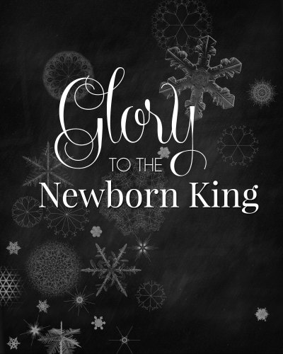"Download this FREE ""Glory to the Newborn King"" printable Christmas chalkboard art! /// by Atkinson Drive"