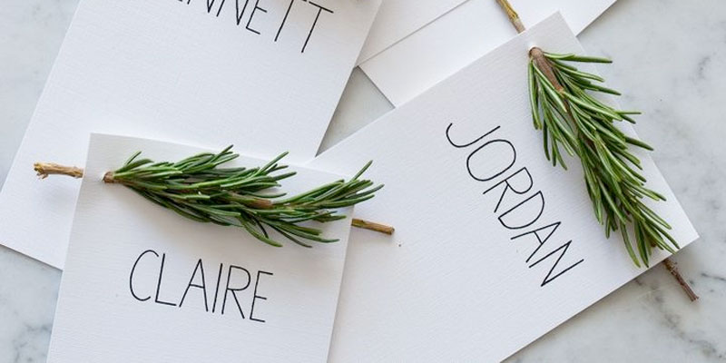 Have yourself a Very DIY Christmas with these 8 fun ideas for the holiday season! /// Rosemary Place Cards