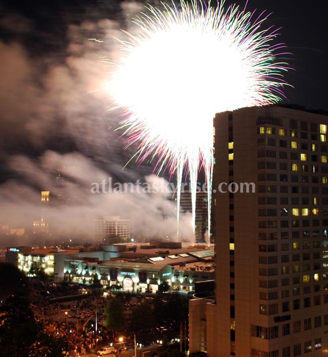 July 4th Fireworks Show Lenox Mall Buckhead atlantaskyrise.com