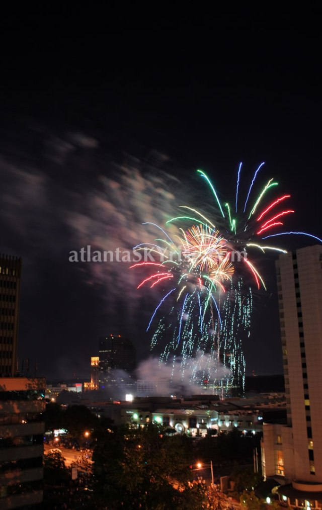 4th of July Fireworks at Lenox Mall Buckhead atlantaSKYriseblog.com