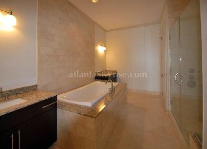 Sovereign 2803 Master Bathroom 2