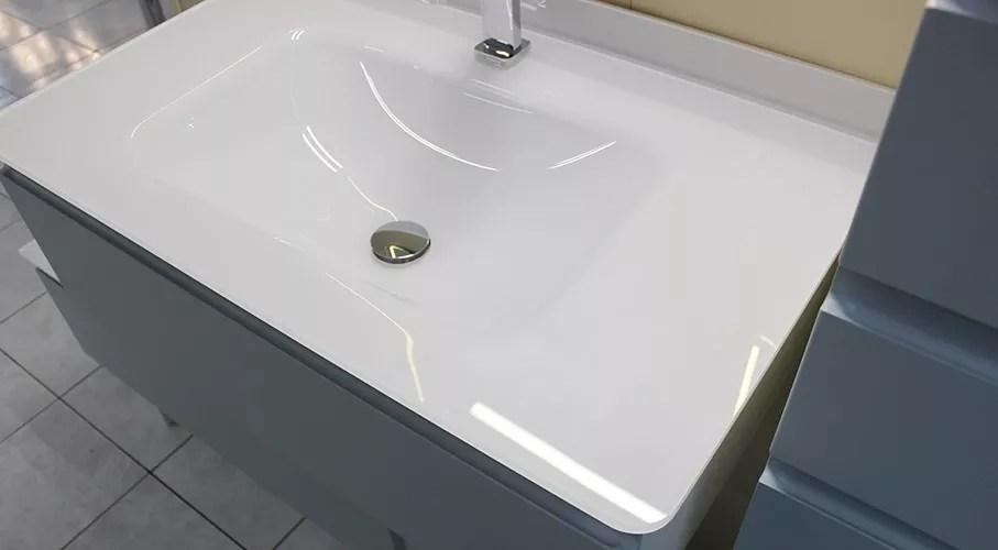 verre extra clair blanc et meuble laque