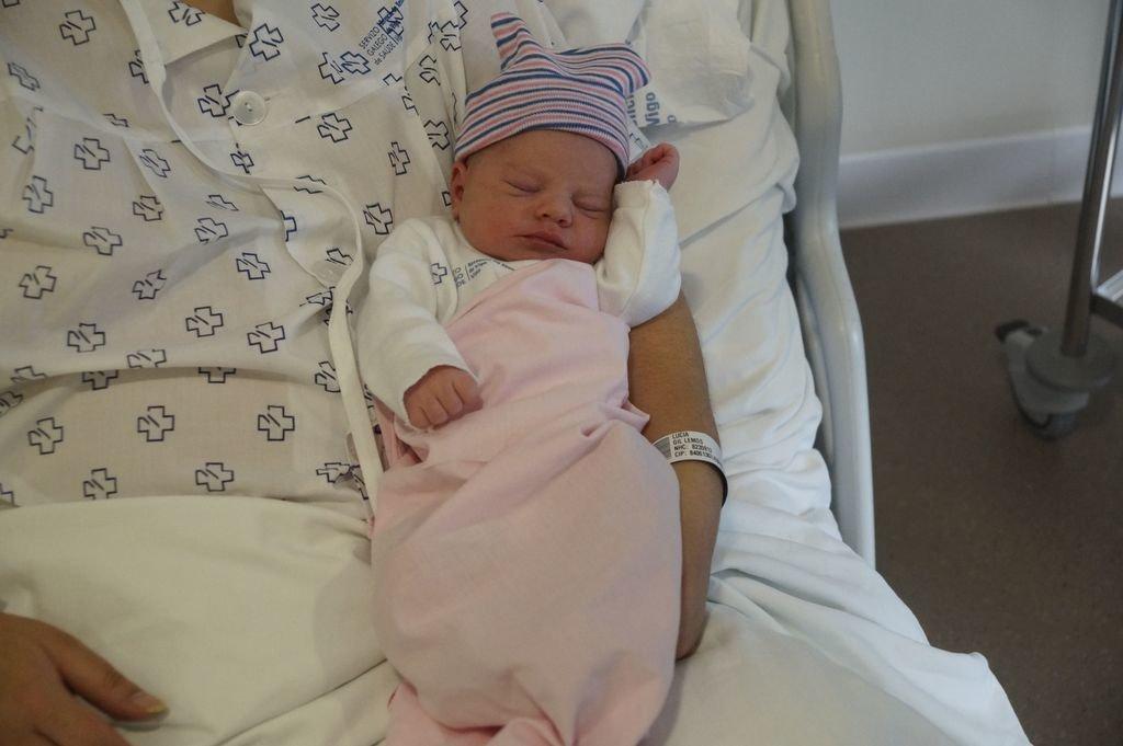 Uxa primer beb del ao en Vigo a sus padres les toc