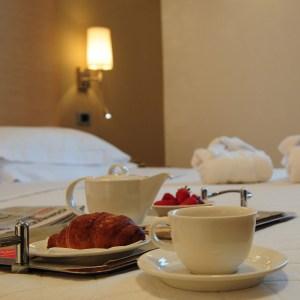 una notte con colazione in camera