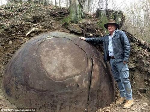 Bola Batu Raksasa ditemukan di Eropa, Salah Satu …
