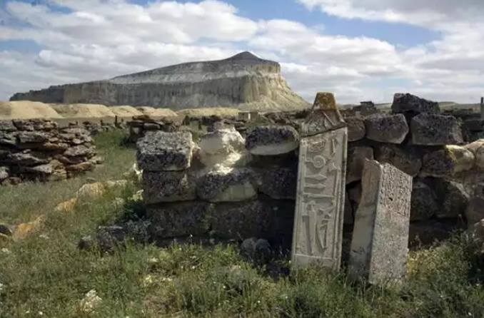 Monumen Batu yang Lebih Megah dari Stonehenge …