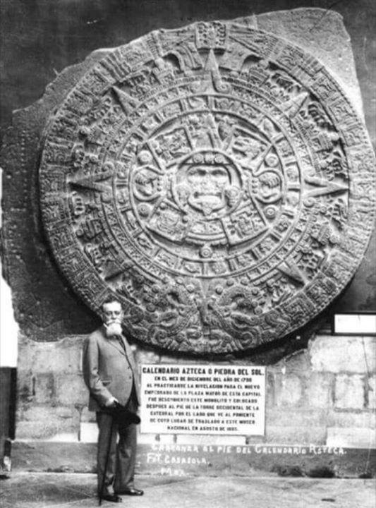 Kalender Batu Aztec yang Luar biasa, di Museum …