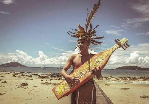 Gitar suku dayak ini sdh dimainkan jauh sblm …