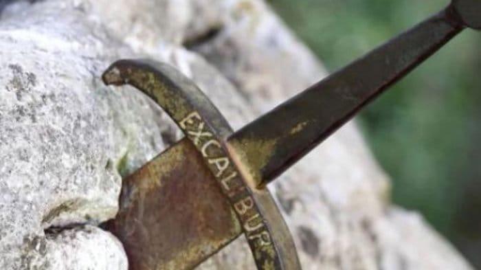 Dongeng Lemuria tentang Pedang Excalibur …