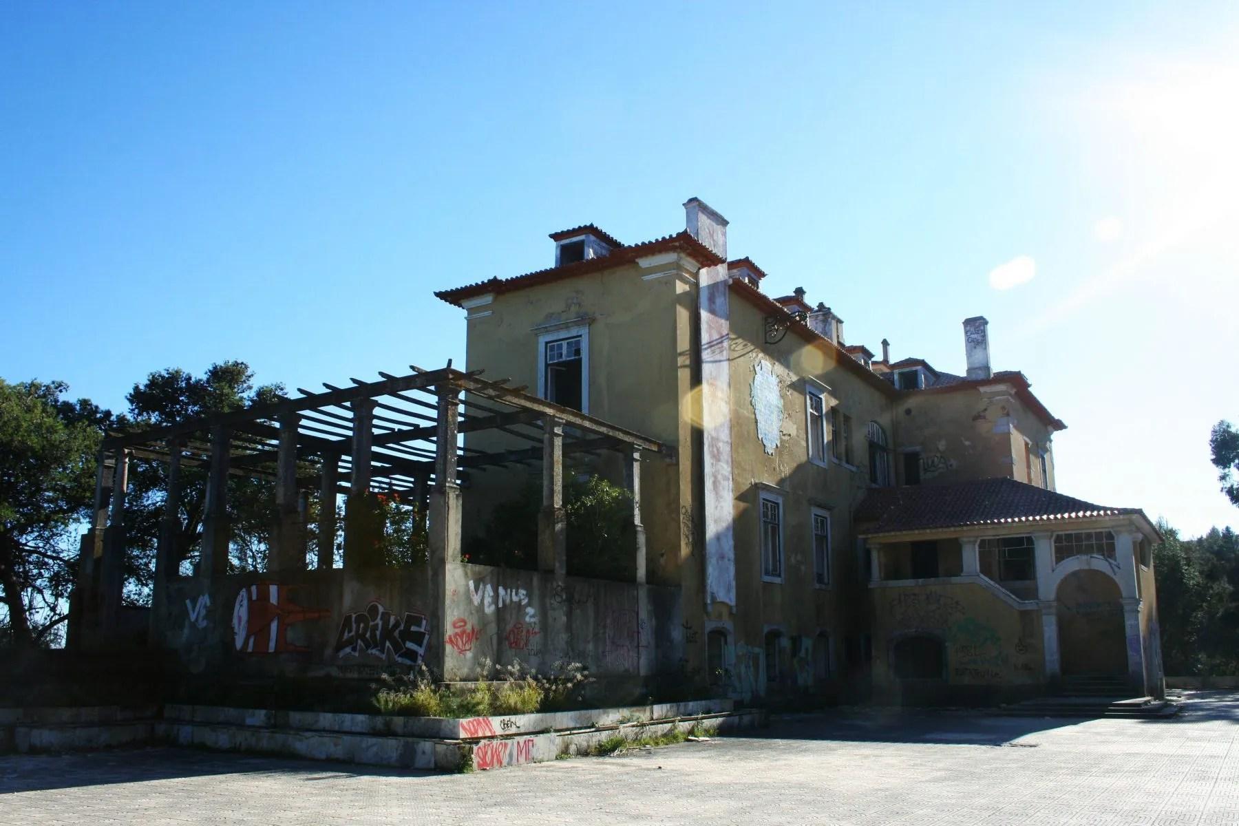 Uncover Arrábida's Royal Secret at Palácio da Comenda | Atlas Lisboa