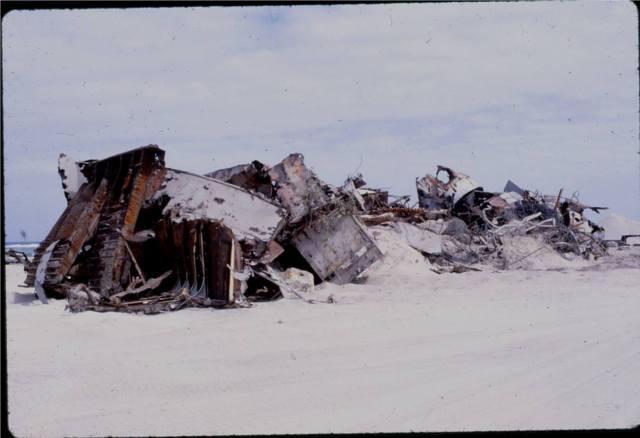 Al-Gettier-debris-01
