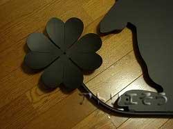 うさぎと四つ葉のクローバーを組み合わせてデザインしたおしゃれで人気のロートアイアン風アルミ製オーダー妻飾りの写真