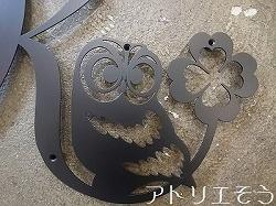 イニシャルとふくろうを組み合わせた素敵なオーダー妻飾りです。アトリエそうデザインのオーダーメイドロートアイアン風ステンレス製妻飾りです。