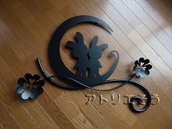 ロートアイアン風アルミ製妻飾り。うさぎ+月+クローバー妻飾りです。
