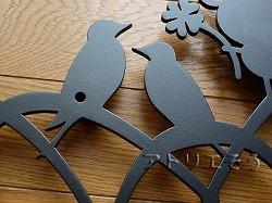 ロートアイアン風錆に強いアルミ製妻飾り。イニシャルYW+蛙+小鳥妻飾り