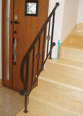 オーダーメイドの階段手摺設置写真