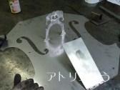 ステンレス製チェロの妻飾りの製作風景
