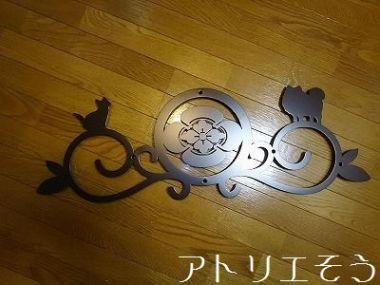 丸に横木瓜家紋+犬+猫妻飾り 。和風妻飾り。
