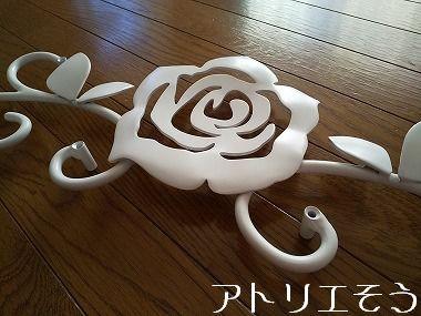 薔薇の妻飾り 。アルミ製妻飾り。