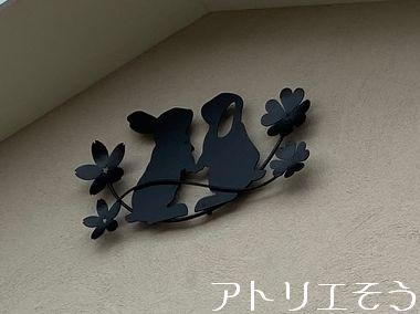 ロップイヤーうさぎと桜妻飾りの設置写真