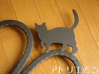 四葉のクローバーと猫の妻飾り 。錆に強いアルミ製妻飾り。